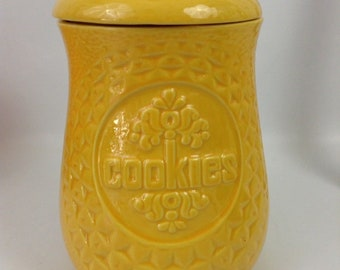 Vintage McCoy Yellow Peanut Cookie Jar 260