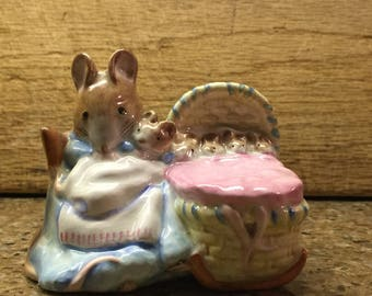 Mint Beatrix Potter's Hunca Munca gold oval backstamp Beswick