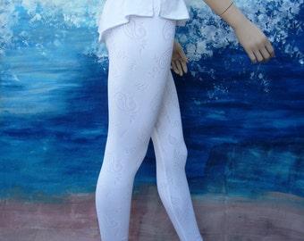 White lace leggings, black leggings, leggings, capris,  stretch pants, yoga pants, stretch leggings, summer, women, beach.