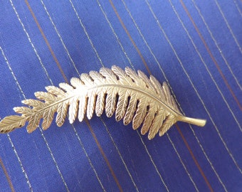 Fern or Feather Brooch - Beautiful gold tone  brooch Large fern or feather  excellent condition