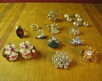 Lot of 15 pieces of Vintage Jewelry, Pins, Earrings, Rings, Rhinestones