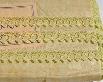 suberb vintage 1950s pale lime green picot valenciennes all cotton lace trim made in France 3 meters
