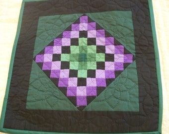 Small wall hanging; Amish style Sunshine & Shadow in green and purple