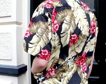 Hawaiian Shirt Vintage 80s Summer Shirt Hawaiian Blouse Souvenir Shirt Aloha Jungle Print Short Sleeves Coconut Buttons S M L