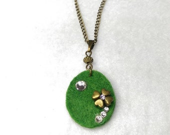 Green clover or flower Oval Pendant Necklace