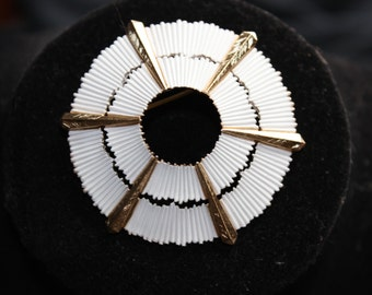 TRIFARI - Beautiful sand dollar brooch - Signed Crown Trifari