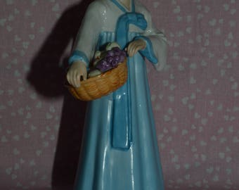 Royal Seoul Figurine 112 of Korean woman in Hanbok dress with basket