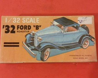 """Vintage Model Kit by Palmer Plastic, '32 Ford """"B"""" Roadster, 1/32 scale"""