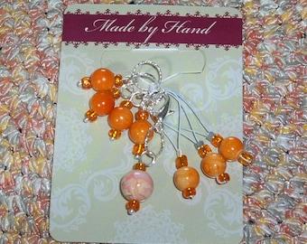8 Orange Anhänger Acryl Wirbel weiß und orange Stich und Zeile Marker Haken frei zum Stricken Häkeln Garn kawaii
