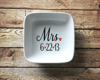 Mrs. Ring Dish with Date