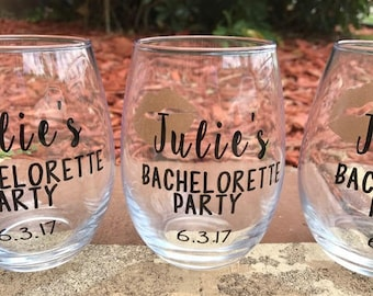 Bachelorette Party, Bridal Party Glasses, Girl's Weekend, Bridesmaid Proposal Wine Glass, Will you be my Maid of Honor? Bridesmaid Gift