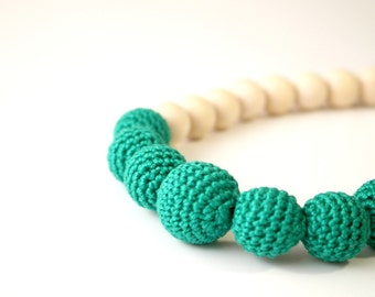 Emerald green solid Nursing necklace - Babywearing - Breastfeeding necklace - Baby shower gift - Gift for her - Eco-friendly baby accessory