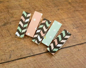 Mini Clothespin Magnets. Magnet Clips. Coral. Mint. Clothespin Magnets. Fridge Magnets. Photo Clips. Party Favors. Hostess Gift.