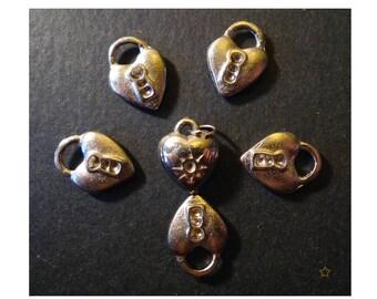 Pendants in silver metal heart padlock