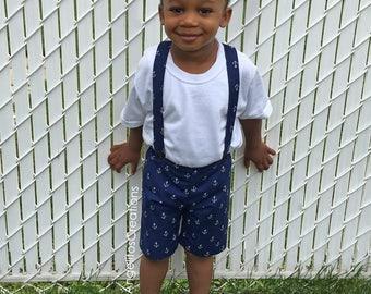 Short à bretelles Bleu marin pour garçons - Short mode motif à ancre - Pantalon court pour enfant - PRÊT À PARTIR 3T