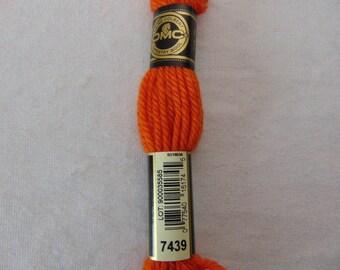 Cotton canvas, DMC wool Colbert E_7439 486, papaya orange