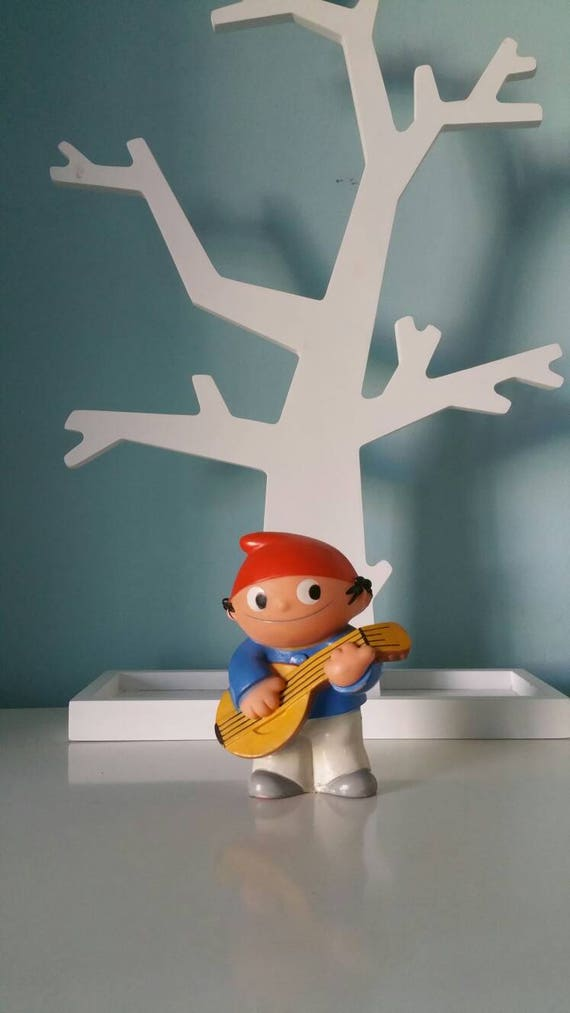 Collectible Mainzelmännchen ! Playing the guitar vinyl figurine Goebel German television - good condition