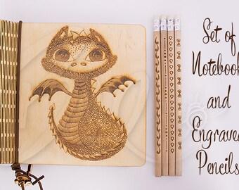 Dragon naturel contreplaqué cahier et crayons gravés 4 ensemble