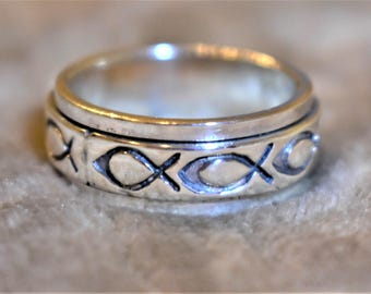 8.5 mm Christ Fish Silver Spinner Ring, size 10.75