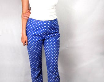 Blue cotton pants with white flower print size M vintage from 1960s // print slacks // straight leg // summer pants // hipster