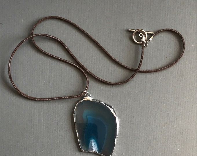 blue druzy agate slice pendant necklace on leather