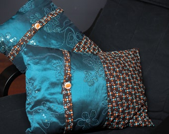 Duo turquoise vintage cushions single