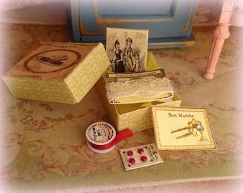 miniature 1/12 Vintage sewing box.