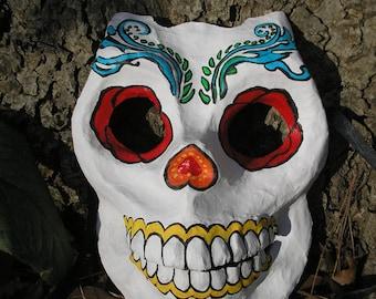 Masque de crâne à la fête des morts.