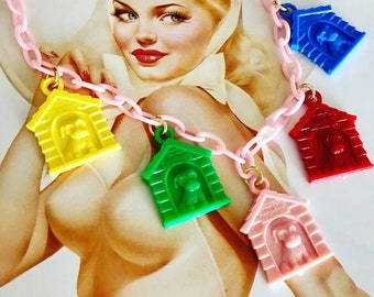 In the Doghouse -- Vintage Retro Styled Plastic Charm Necklace -- Sparklelicious by Sassy