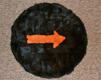 Gorgeous rabbit rug with orange arrow,full lining.