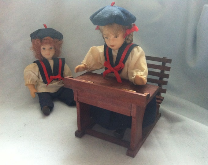 Vintage 2 dolls with a bench collector