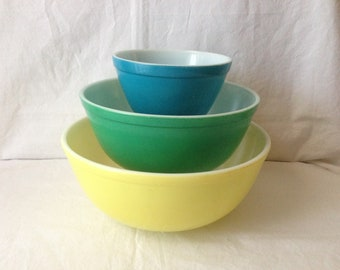 Vintage Pyrex primary color Nesting Bowls, Mixing Bowl Set , Primary Colors, Blue, Green, Yellow, Pyrex Set