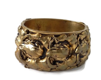Repousse cuff bracelet Vintage statement wide cuff hinge bracelet Floral wide bracelet Unmarked