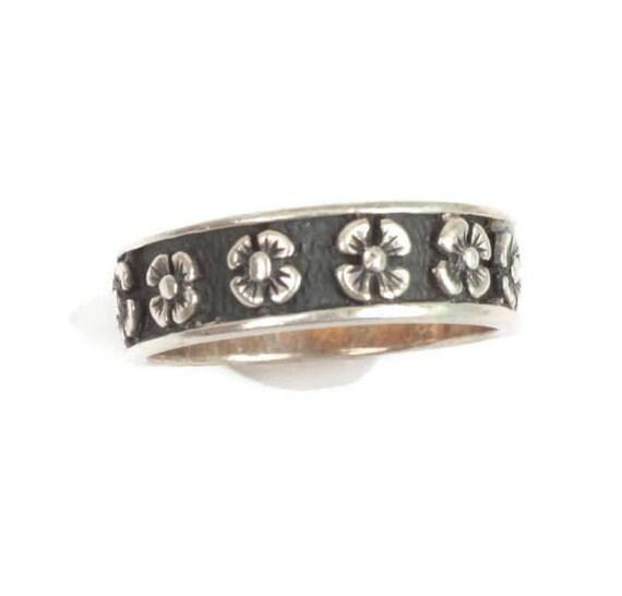 Floral Design Ring Oxidized Background Sterling Vintage Size 8.5