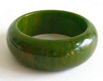 Vintage 40s Vibrant Green & Yellow Marbled Swirl Bakelite Bangle Bracelet