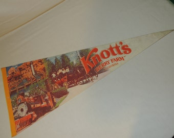 VTG Knott's Berry Farm California Theme Park / Amusement Park Souvenir / Pennant