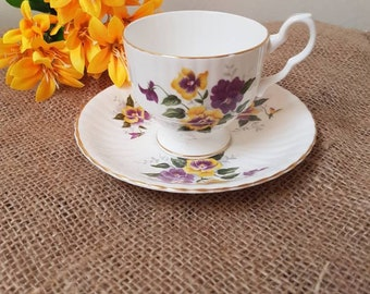 Vintage//Royal Arden//Teacup and saucer//gold edge//Fine Bone China England//brocant//English tea cup//teacup//Flowers