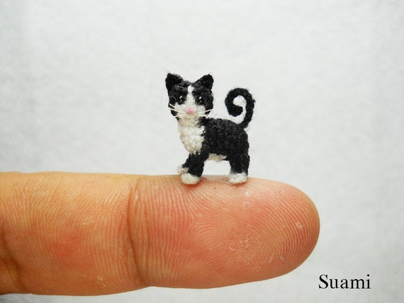 Amigurumi Gato Negro : 0.5 pulgadas smoking gato gatito micro amigurumi blanco gato