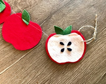 Apple Garland // Apple Decor // Apple Wall Hanging // Teacher Garland // Teacher Appreciation // Teacher gift// Teacher Appreciate Day //