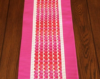 Valentine Table Runner, Hearts, Pinks, Reds, Fushia,  Valentine Decor, Wedding Gift Idea, Gift Idea, Housewarming