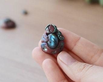 Goddess pendant with labradorite pachamama, mother earth, nature, divine feminine, sacred feminine, wild feminine, pregnant