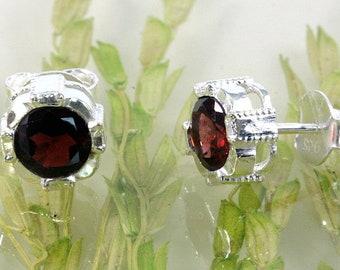 Garnet and silver, stud earrings, 925 sterling silver - 3746