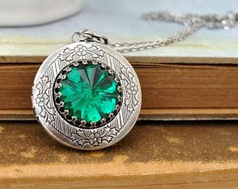 vintage jeweled locket necklace - VINTAGE SPARKLE - vintage green zircon faceted glass crystal jewel locket necklace in antiqued silver