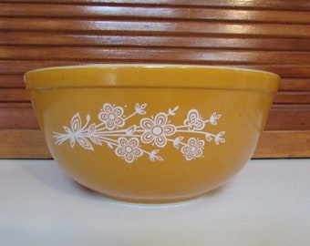 Pyrex Butterfly Gold 2.5 Quart Mixing Bowl