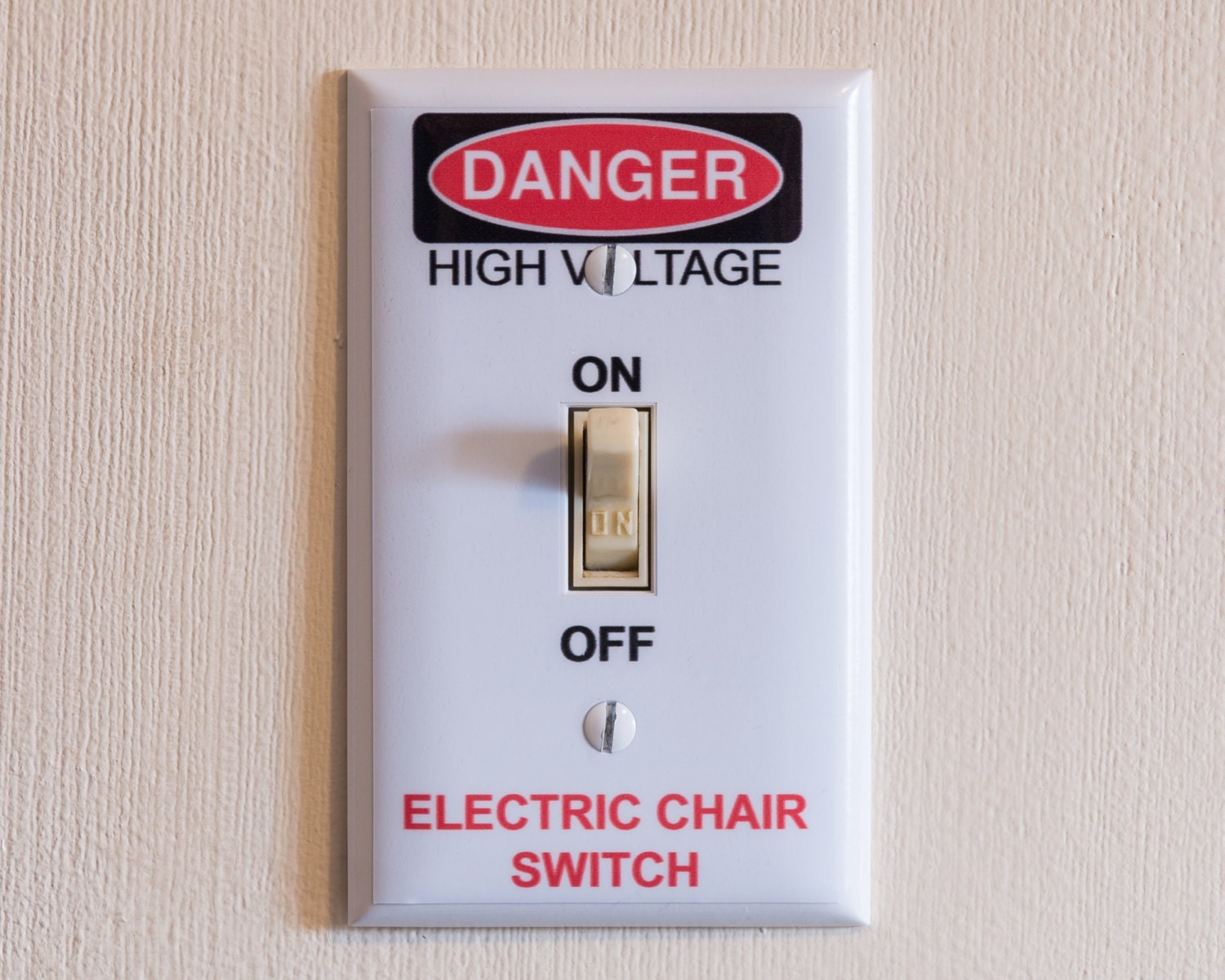 Man Cave Gag Gifts : Electric chair switch light wall plate cover funny