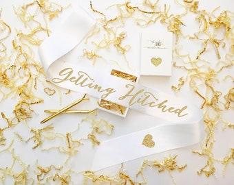 Getting Hitched Bridal Sash, Bride Sash, Bridal Sash, Bachelorette Sash, Hen Party Sash, Bride Gift, Bachelorette Party, Bridal Shower Gift