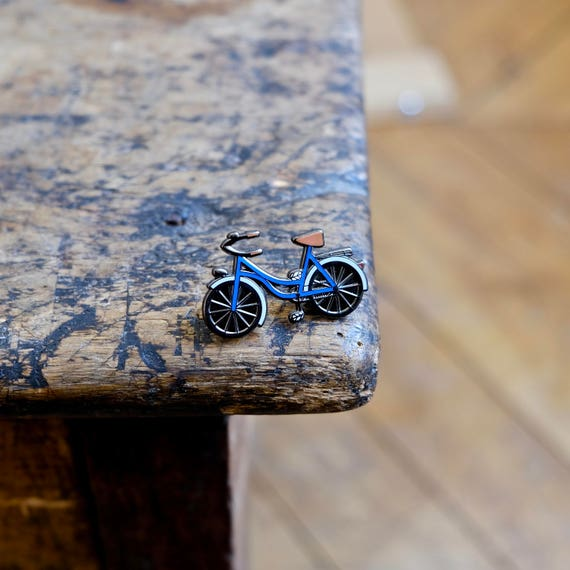 "Pin badges ""A bicycle - blue"""