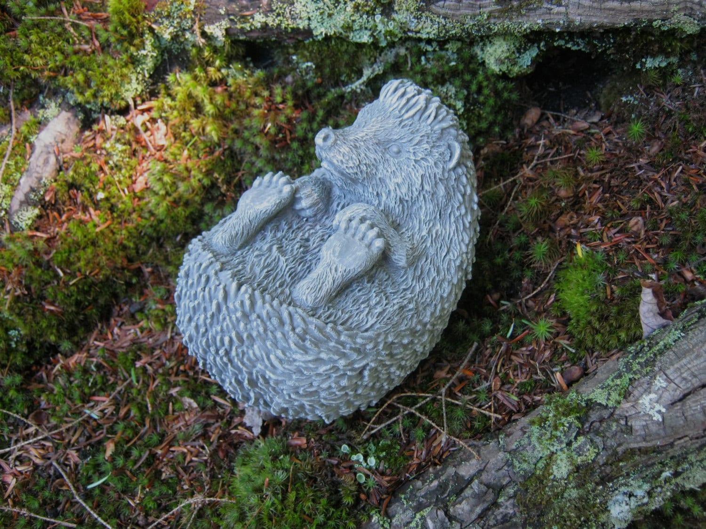 Hedgehog concrete hedgehog statue garden decor hedgehogs - Cement cloth garden ornaments ...