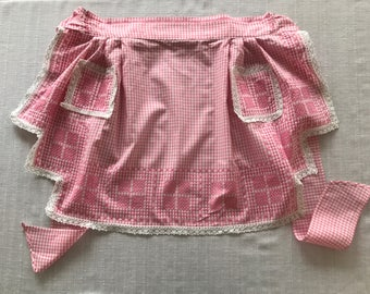 Vintage Apron, Pink And White Gingham Print Apron, Cross Stitch Embroidered Lace Edge Apron, Vintage Aprons, Vintage Accessories