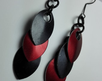 Earrings Black/Red Scales